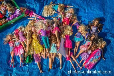 4-20-dolls-at-the-flea-market-sydney-australia
